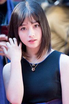 Hashimoto_Kanna_at_Opening_Ceremony_of_the_30th_TIFF_2017_trim_01.jpg